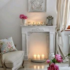 Красивый камин в комнате девушки