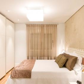 Интерьер маленькой спальни в светлых тонах
