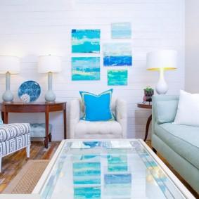 Голубой декор в белой комнате