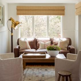 Место для отдыха в небольшой комнате частного дома