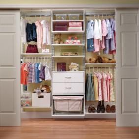 Шкаф-гардероб с раздвижными дверями