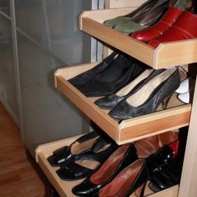 Деревянные полочки для хранения обуви
