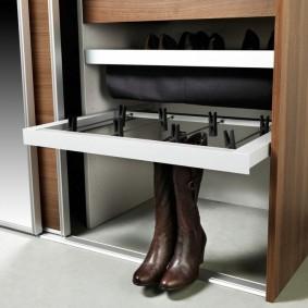 Приспособление для хранения сапог в шкафу-купе