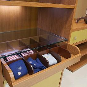 Узкий ящик для носков и галстуков
