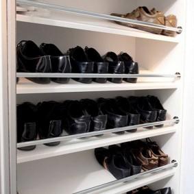 Наклонные полки для летних ботинок