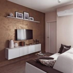 Оформление декоративной штукатуркой стены с телевизором