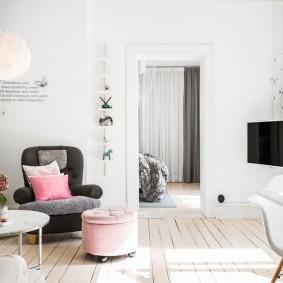 Место для телевизора в углу гостиной скандинавского стиля