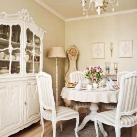 Уютная гостиная в стиле прованса