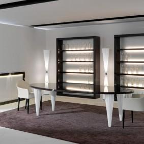 Черные витрины с посудой в гостиной стиля хай-тек