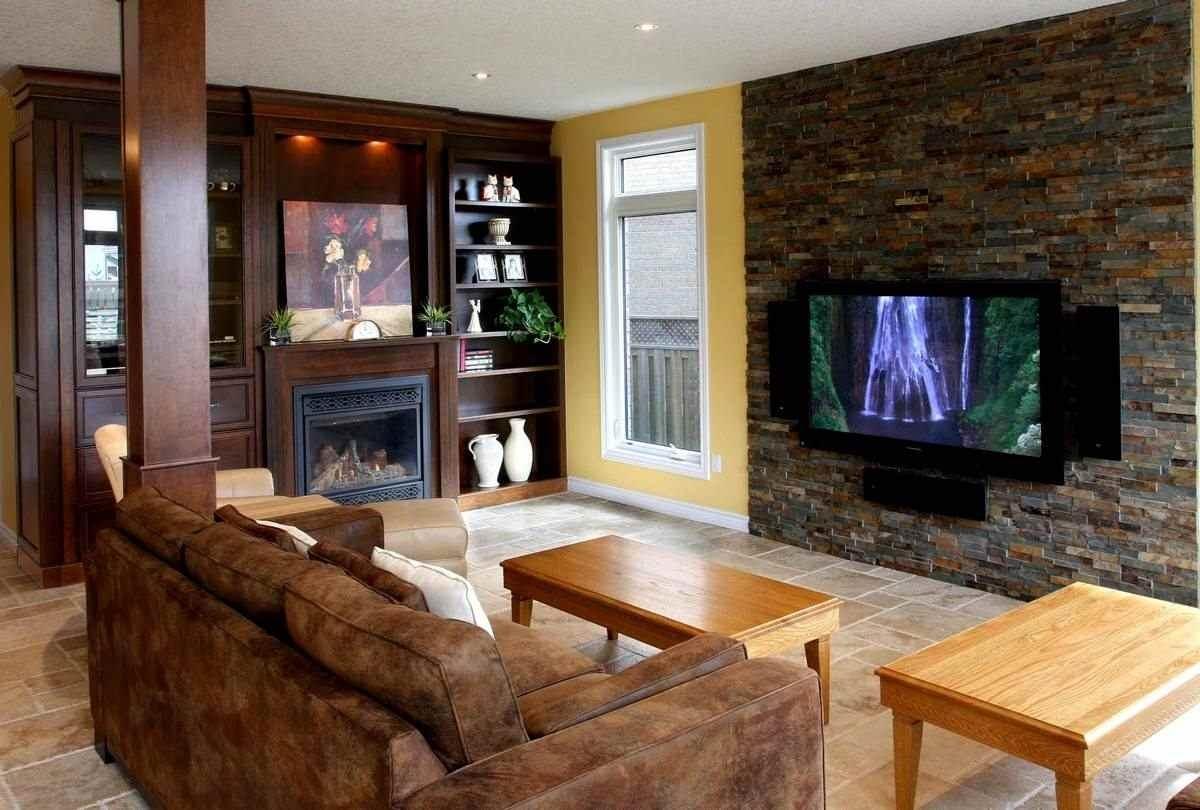 камень в гостиной на полу и на стене