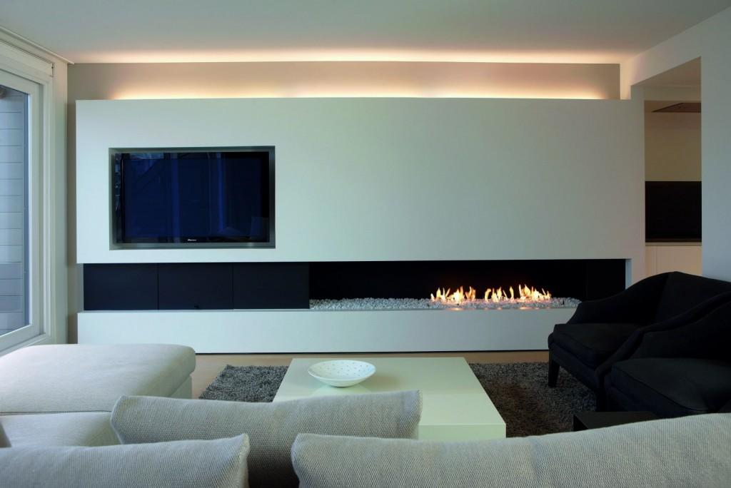 Оформление гостиной в стиле минимализма с камином и телевизором