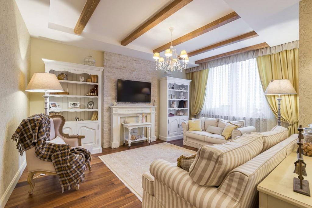 Комбинация камина с телевизором в гостиной стиля прованс