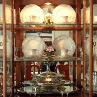 40411 Особенности выбора витрин в дизайн гостиных комнат