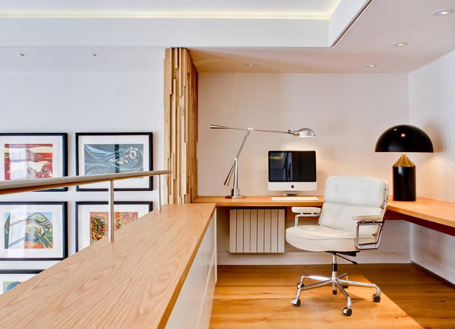 Обустройство домашнего кабинета в двухъярусной квартире