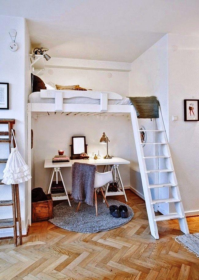 Письменный стол под кроватью в нише