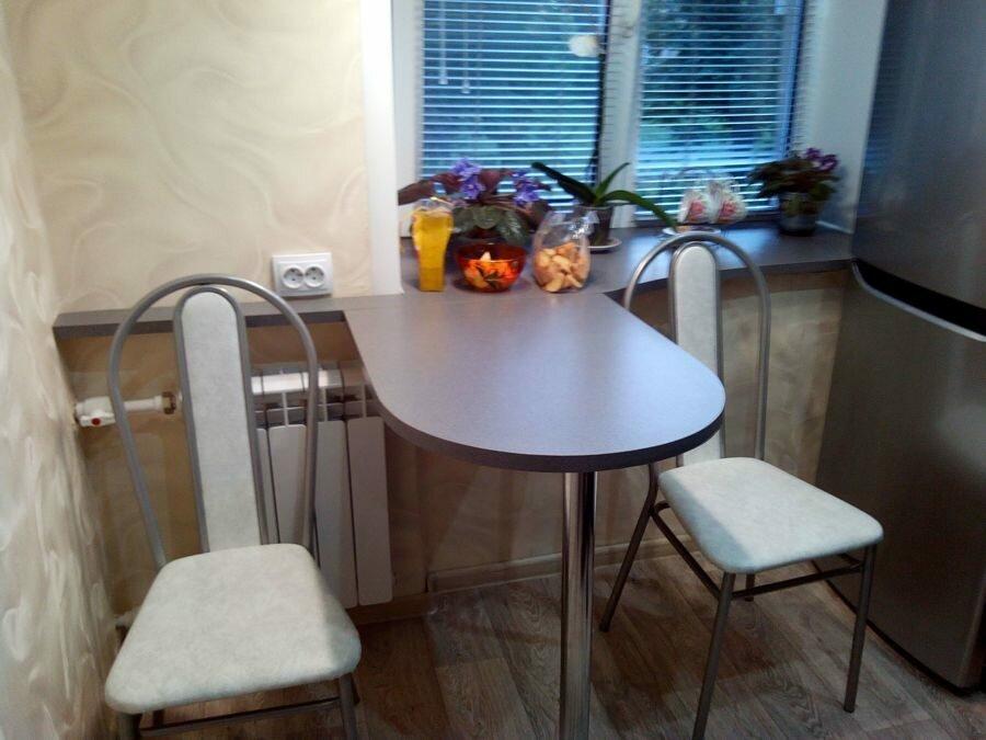 Откидной столик в очень маленькой кухне