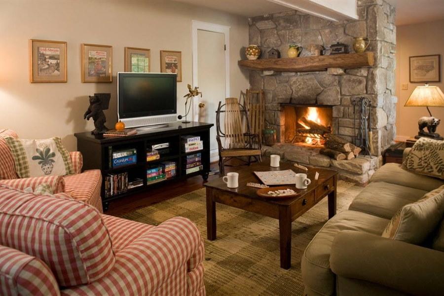 39922 Телевизор и камин в гостиной комнате — советы по дизайну интерьера