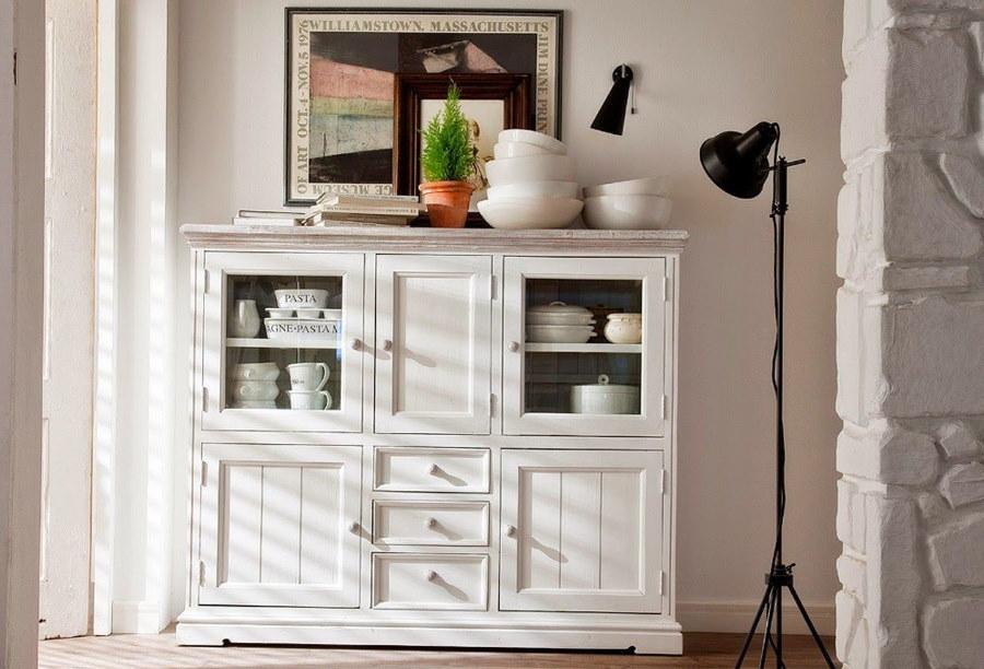 Белая витрина для посуды в гостиную скандинавского стиля