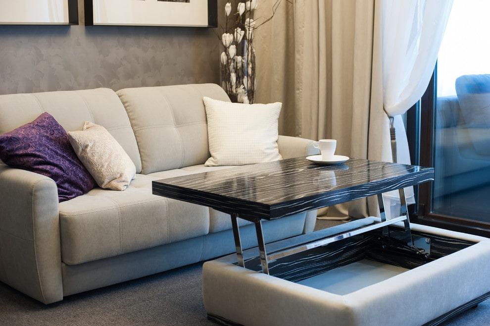 столик трансформер в гостиной