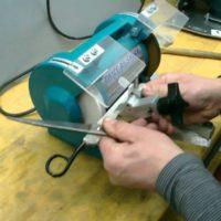 43883 Как правильно заточить ножницы в домашних условиях: стоит ли для этого резать наждачку или металлическую губку