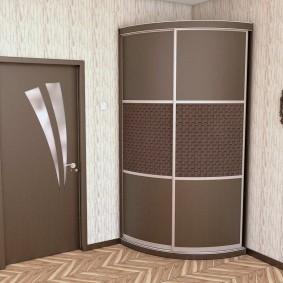 Полукруглый шкаф с дверцами из стекла