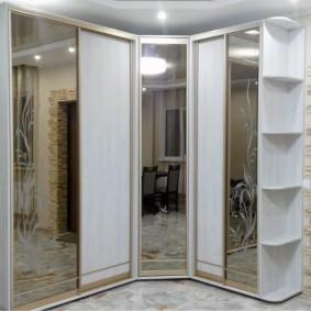 Пескоструйный рисунок на зеркальных дверцах