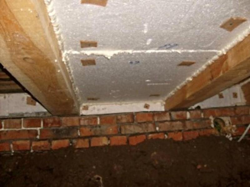 Утепление пола в деревянном доме: способы ведения работ и применяемые материалы