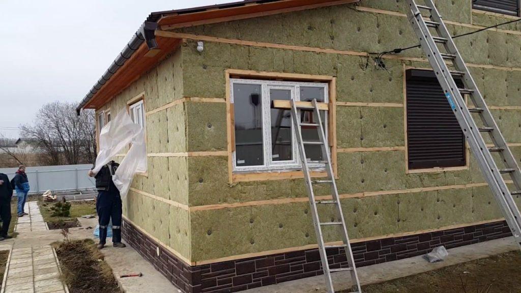 Утепление дачного дома снаружи: материалы и особенности монтажа
