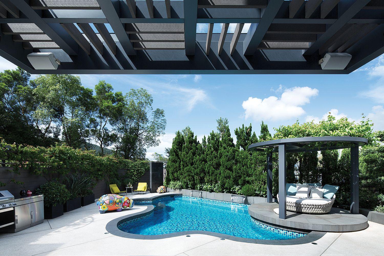бассейн на заднем дворе