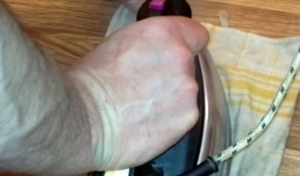 Как распрямить неровности линолеумного покрытия