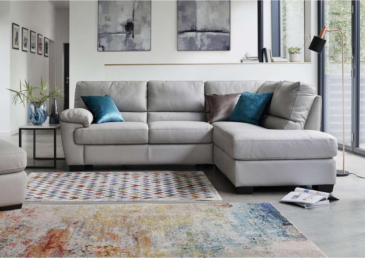 куда поставить угловой диван