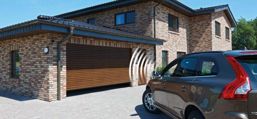 Въездные ворота в гараж на автоматизации: в чём их преимущества
