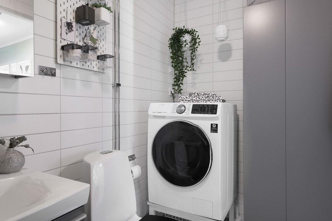 дизайн белой плитки в ванной