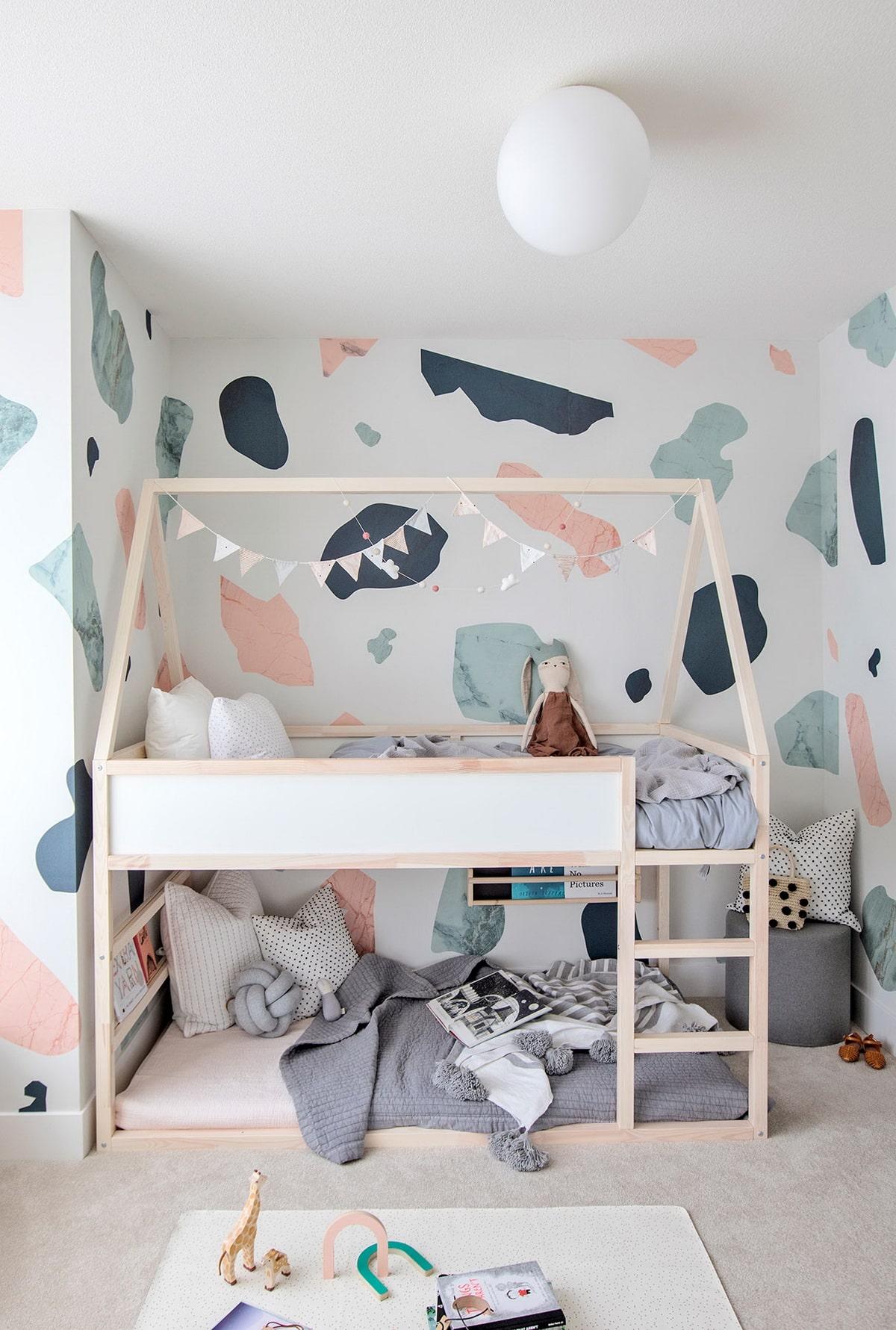 детская комната для двух детей разного возраста